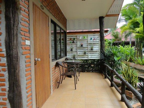 Green View Village Resort: Balcony