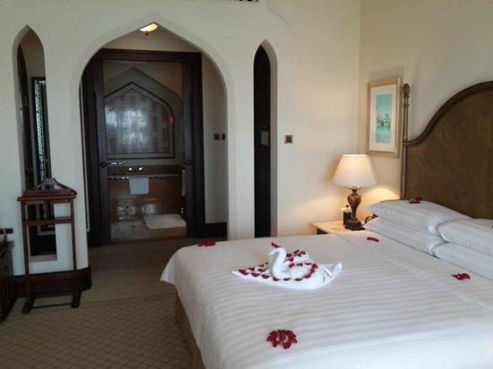Shangri-La Hotel, Qaryat Al Beri, Abu Dhabi: The room
