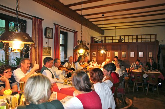 Gasthof Butz : enjoying music in the restaurant