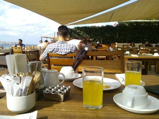 Radisson Blu Bosphorus Hotel, Istanbul: lazy breakfasts