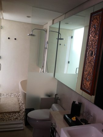 Puri Hiromi: Bathroom