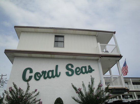 Coral Seas Oceanfront Motel: Motel Side View