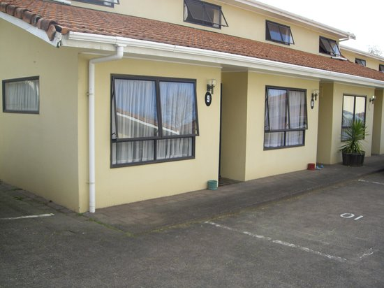 Gwendoline Court Motel : Front Of The Unit
