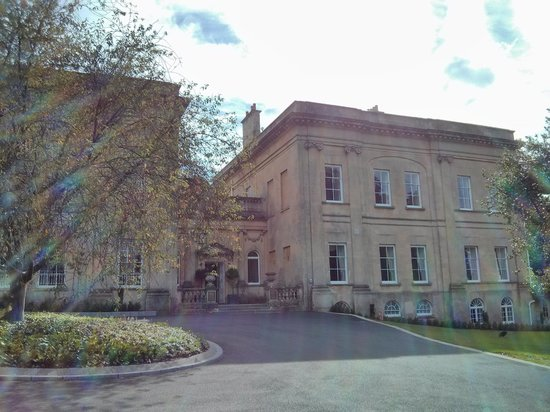 Bailbrook House Hotel: View from the front