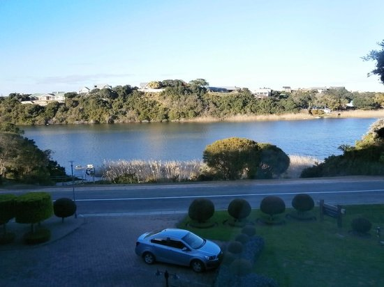 Wilderness Manor Guest House: Lovely views over lagoon