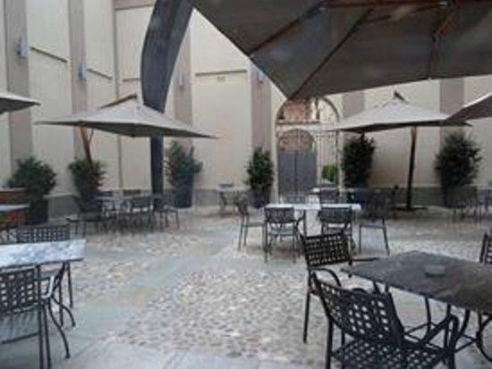 Palazzo Righini : courtyard