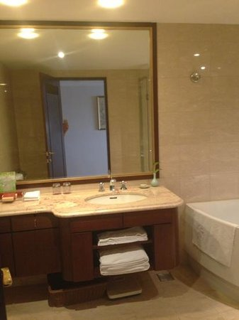 Hotel Kuva Chateau: spacious bathroom