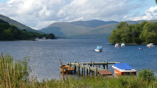 The Achray House Hotel and Lodges: Loch view from St. Fillans
