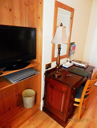 Avenue Guest House: Desk