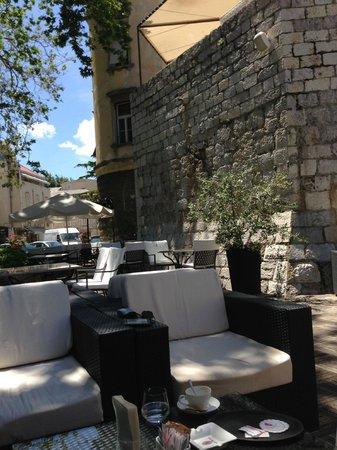 Hotel Bastion : Courtyard cafe