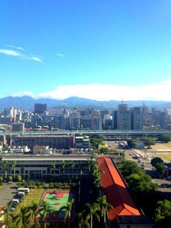 Sheraton Grand Taipei Hotel: View at roof top pool