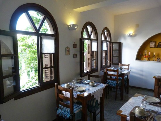 Hotel Christina : Der Frühstücksraum - gemütlich und liebevoll eingerichtet