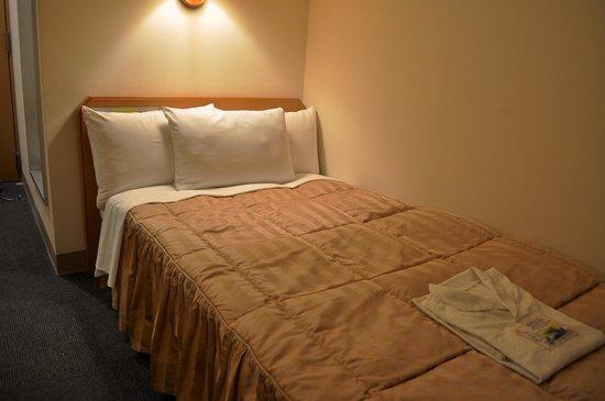 Roco Inn Matsuyama : ベッド