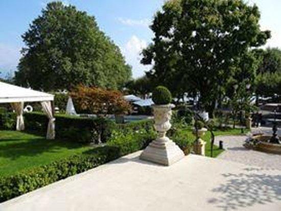 Grand Hotel du Lac : outside