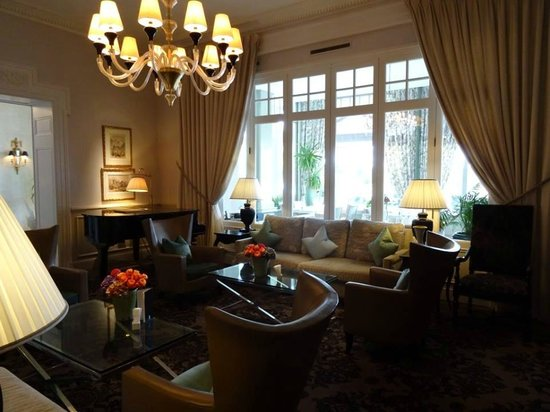 Grand Hotel du Lac : lobby/sitting room
