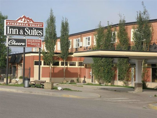 Athabasca Valley Inn & Suites: Hotel exterior