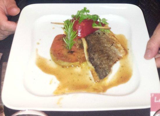 La Petite Auberge : Filet de Daurade Royale avec brochettes de chorizos & piquitos sur tatin de tomates