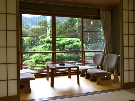 Kinosaki Onsen Nishimuraya Honkan: Vistas al jardin