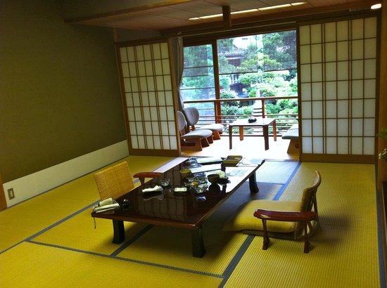 Kinosaki Onsen Nishimuraya Honkan: Standard guest room