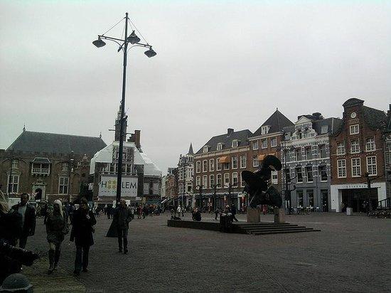 Ambassador City Centre Hotel: Piazza