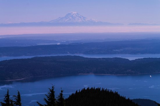 Beautiful views of Mt Rainier from afar - Picture of Mount ...