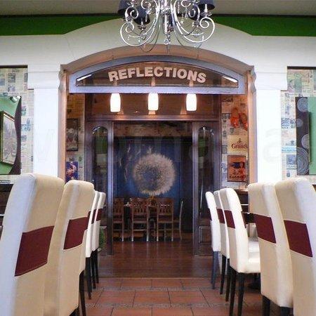 Reflections Sports Pub & Grill: Restaurant