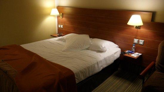 BEST WESTERN Ajaccio Amiraute : Le lit en chambre supérieure