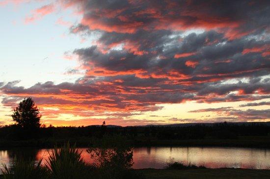 Lenmore Guesthouse: vue du lac le soir