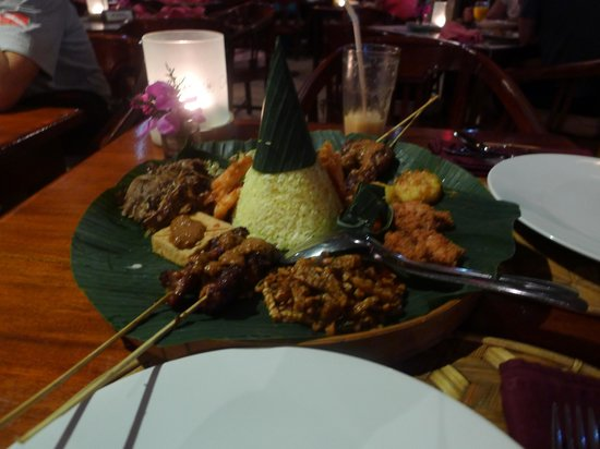 Tegal Sari : Lunch at Cafe Wayang outside