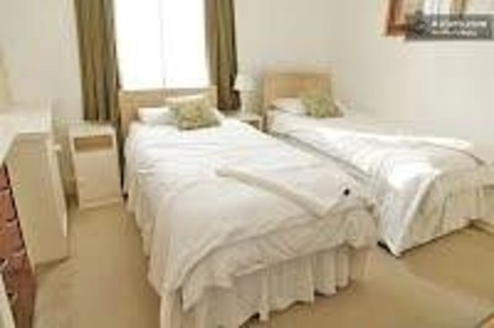 Sousa Guest House: twin room-sharing or private bathroom