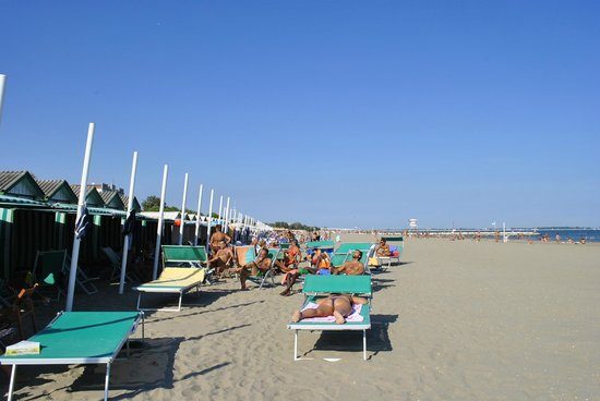 Hotel Villa Pannonia: Hotel is 12min walk to the beach
