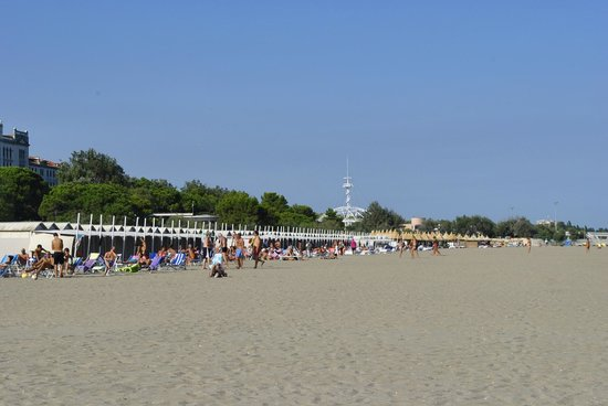 Hotel Villa Pannonia : Hotel is 12min walk to the beach