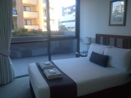 Quest Spring Hill Serviced Apartments: 2nd Bedroom / outdoor terrace