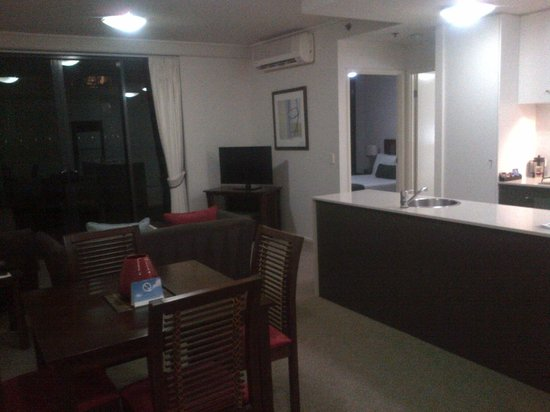 Quest Spring Hill Serviced Apartments: Open plan living area including kitchen with island bench (Apartment 32)