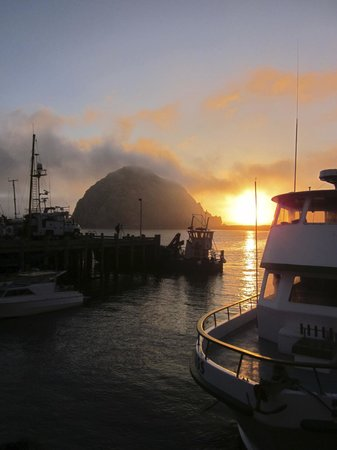 Morro Bay Sandpiper Inn : Sunset at Morro Rock