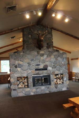 Buck's T-4 Lodge: Hall
