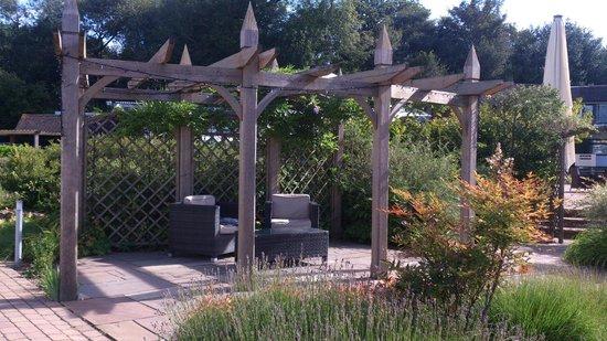 Crowne Plaza Felbridge Hotel : Garden gazebo