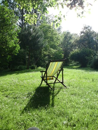 Posada Molino del Canto: relax on the deckchair in the meadow