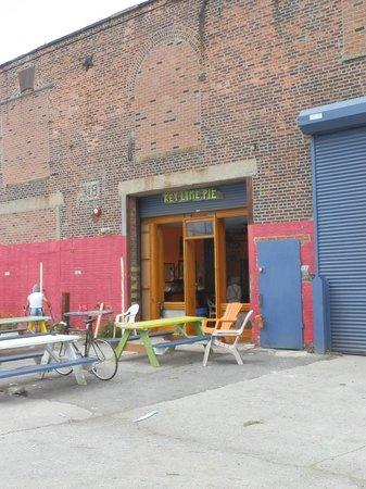 Steve's Authentic Key Lime Pies: The shop front
