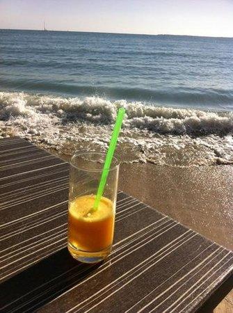 Cap Riviera : la table au bord de l'eau sur la terrasse ... magique ...