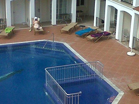 Sea Breeze Apart Hotel: Poolside & 'safe' Area