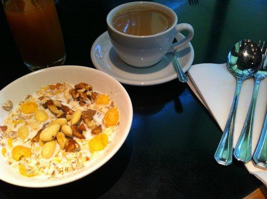 Hotel Lundia: Breakfast
