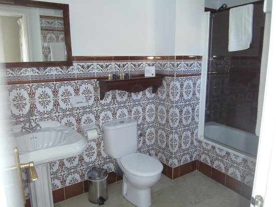 The Town House: Bathroom