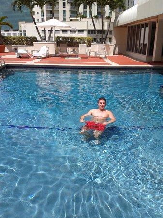 Miami Marriott Dadeland: Pool area