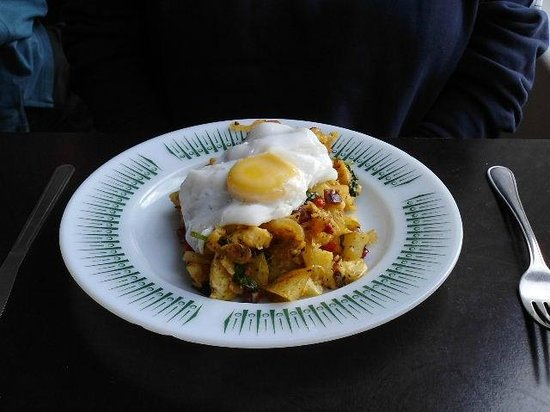 Miss Peapod's Kitchen Cafe: Chorizo,,potato hash and fried egg