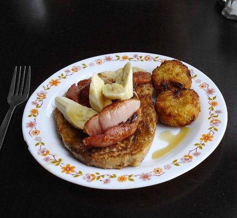 Miss Peapod's Kitchen Cafe: French toast with baco & banana.
