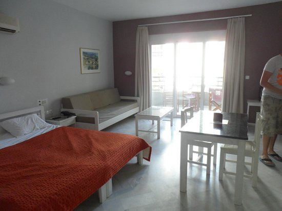 Alantha Apartments Hotel : Our room (106)