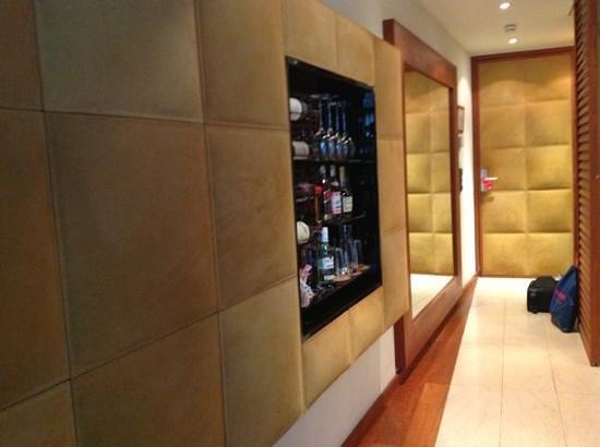 DO & CO Hotel Vienna: wall minibar and front door room 607