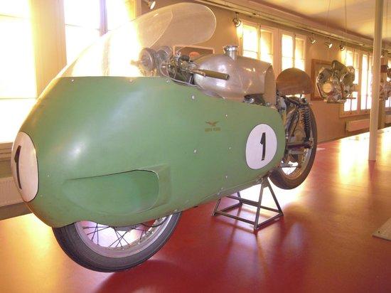 Museum Moto Guzzi : La mitica 8 cilindri