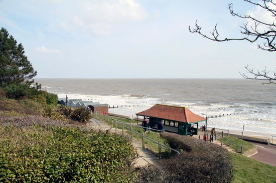 Frinton-On-Sea, UK: Springtime from the Greensward